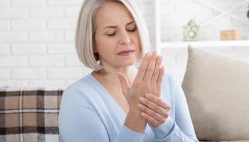 Posun v léčbě revmatoidní artritidy: kratší hospitalizace, vyšší pracovní produktivita a dřívější návrat do běžného života